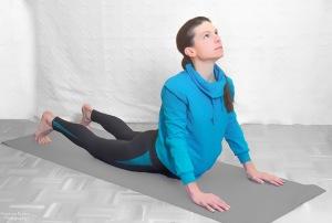 Stütz mit 90° in der Hüfte, Füße und Hände möglichst flach am Boden